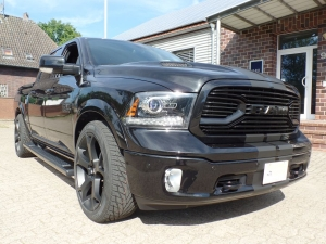 Dodge Ram 1500 4x4 Crew Cab Blackout
